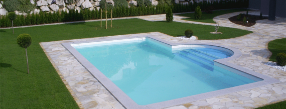 Pool mit Römertreppe